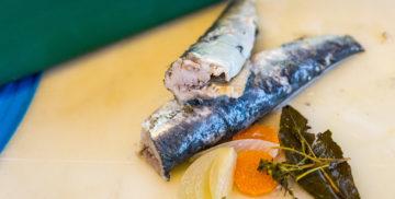 Harengs marinés au vinaigre, oignons et carottes
